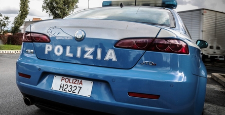 Volante Polizia siringa spaccio busto