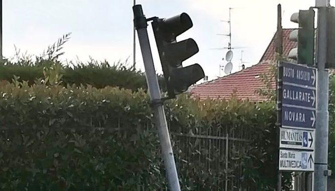 castellanza semaforo piegato