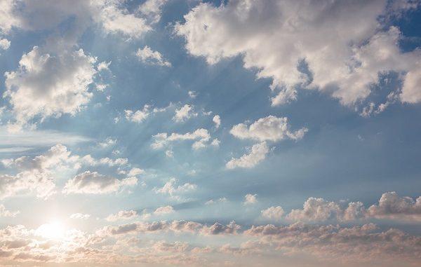 cielo parzialmente nuvoloso