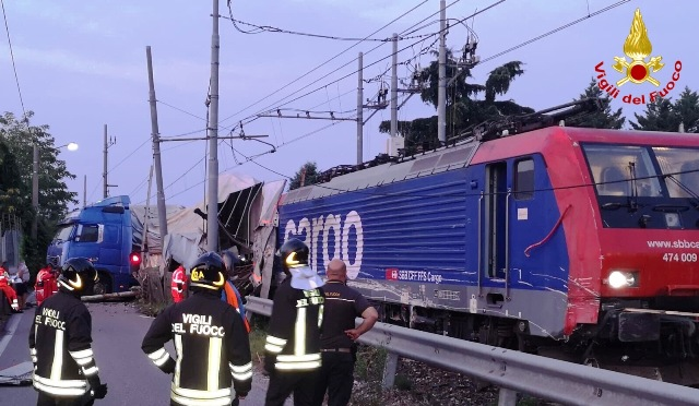 tir treno incidente