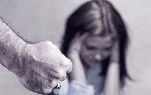 picchiata convivente ragazza