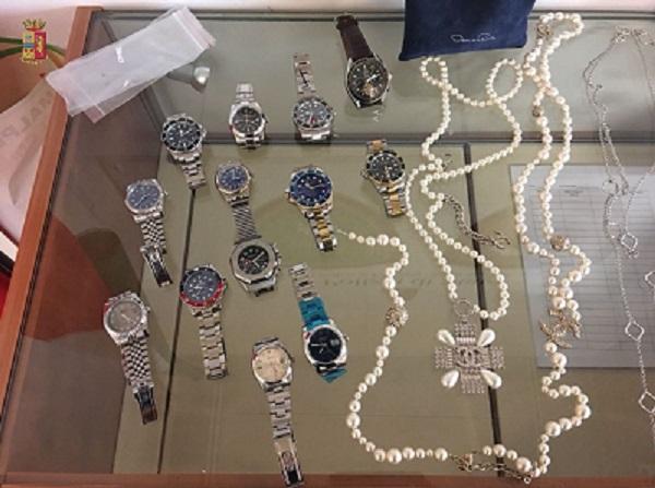 gioielli soldi polizia