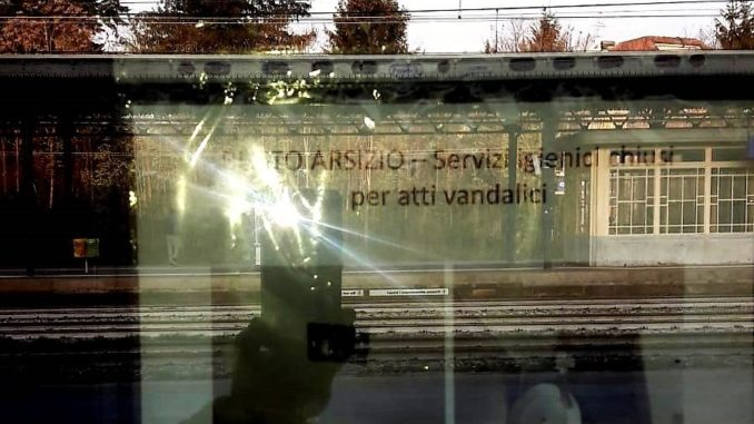 busto vandali stazione