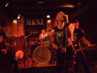 metal punk busto