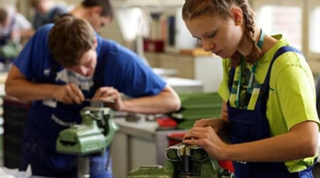 lavoro manifatturiero giovani