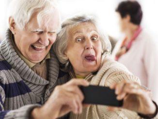 smartphone internet anziani