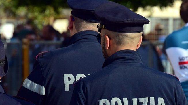 busto poliziotti pestaggio
