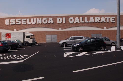 gallarate furto esselunga polizia