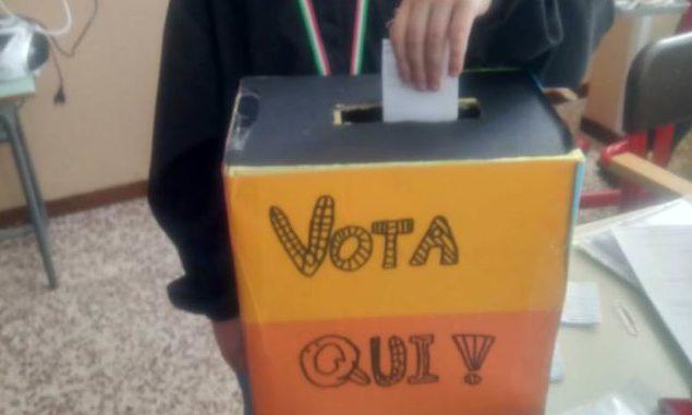 referendum scuola grembiule gallarate