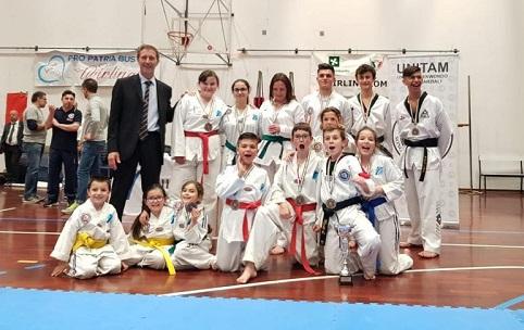 teakwondo samarate trofeo busto