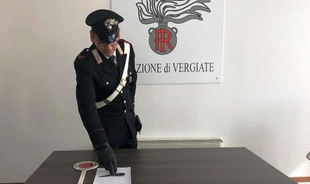 Pregiudicato vergiate coltello serramanico