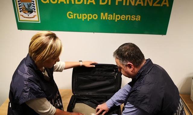 malpensa cocaina doppiofondo valigia
