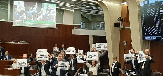 legnano protesta sindaco fratus dimissioni