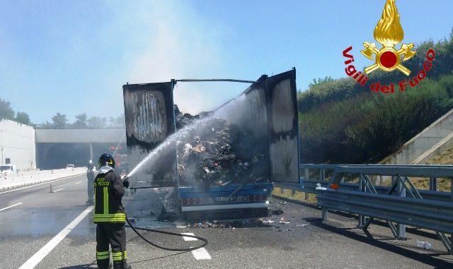 fiamme pedemontana incendio autostrada