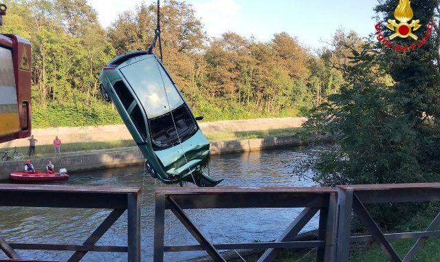 auto caduta canale industriale