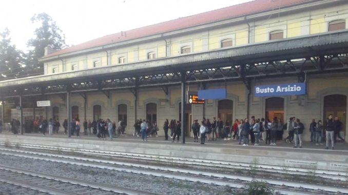 trenord treni busto stazione ritardi pendolari