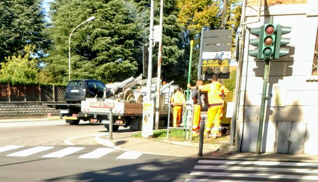 Finalmente riattivato il semaforo a Samarate. Ora si farà la rotonda o no? - malpensa24.it