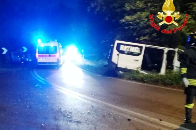 cardano incidente auto bus