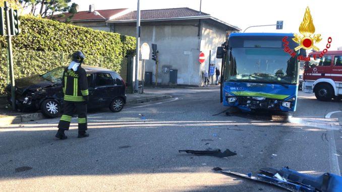 solbiate incidente bus auto