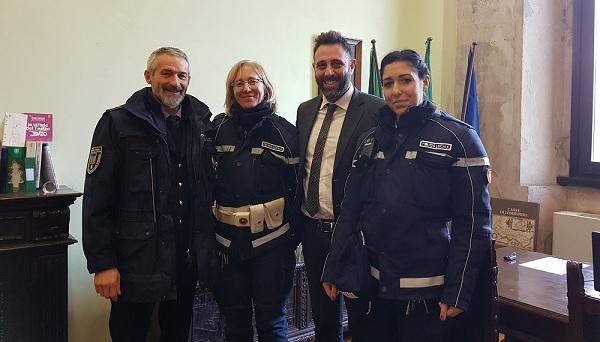 castanoprimo polizialocale agente donna