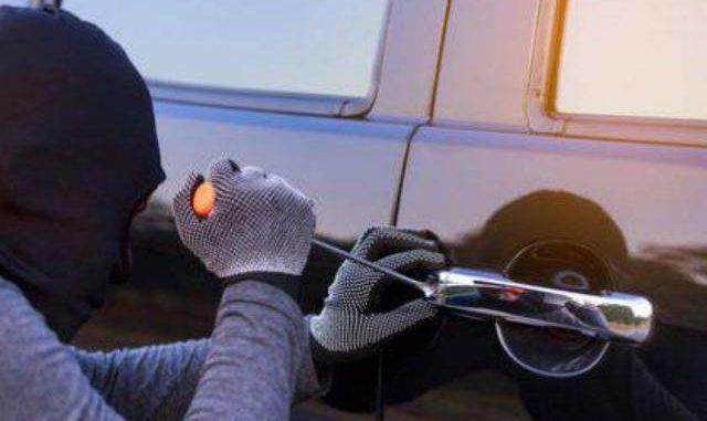 furto auto ladro marnate