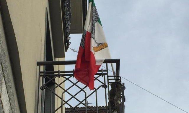 besnate bandiera fascista
