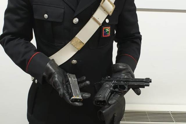 vergiate tabaccaio pistola