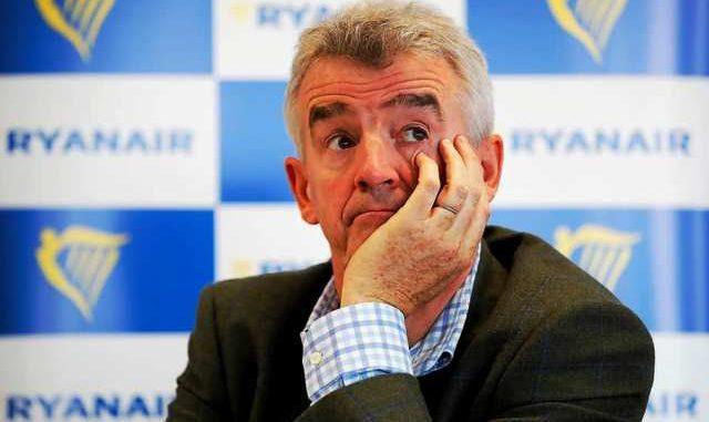 Ryanair metà stipendio dipendenti