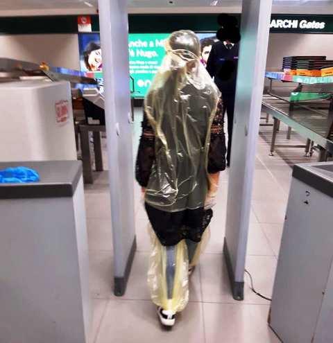 Virus Malpensa sacchi spazzatura