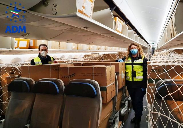 Malpensa, arrivati da Shanghai 30 respiratori