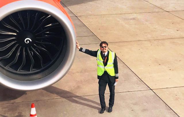 Nicola Martino piloti assistenti volo easyjet