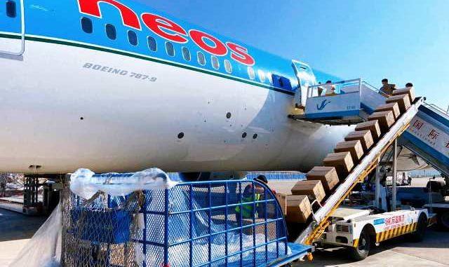 Passeggeri Neos aereo cargo