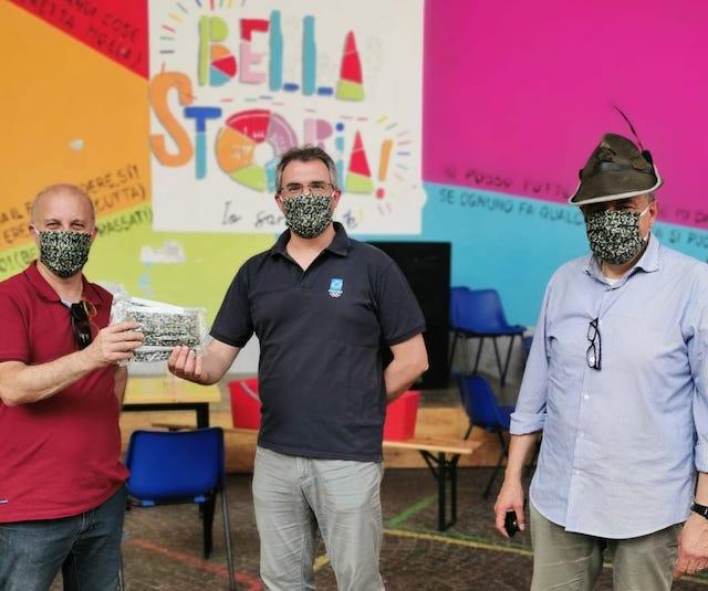 Centri estivi di Busto più sicuri con le mascherine donate dagli Alpini