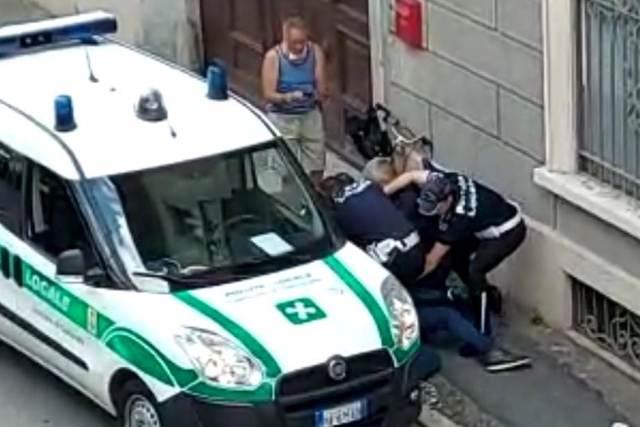 Dopo il video arriva la denuncia per gli agenti della polizia locale di  Gallarate - MALPENSA24