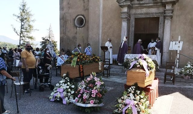 funerale comabbio silvia e gianluca