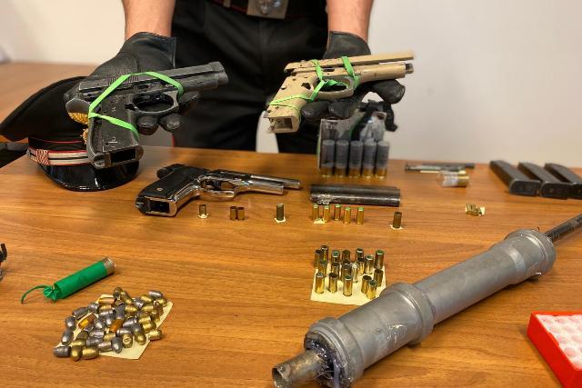laboratorio armi clandestine