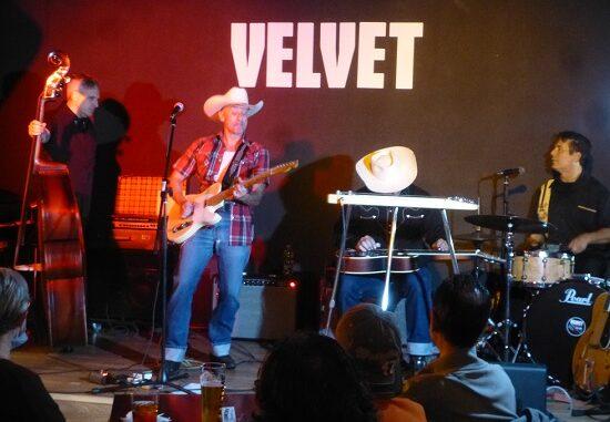 velvet country cris mantello 01