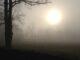 sole montagna pianura nebbia