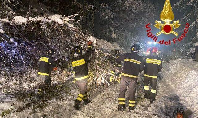 varesotto neve vigili del fuoco