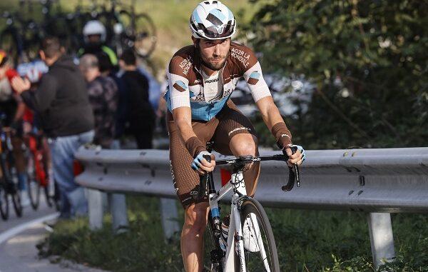 ciclismo vendrame aggressione pugno