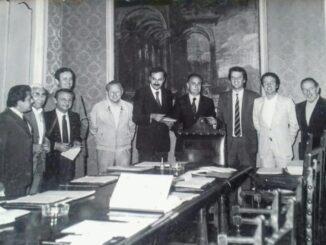 Luciano Bronzi (il terzo da sinistra) con la giunta Gibilisco
