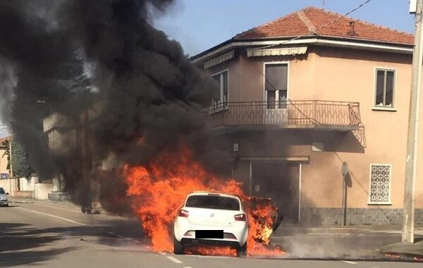 castellanza incendio auto vigilidelfuoco
