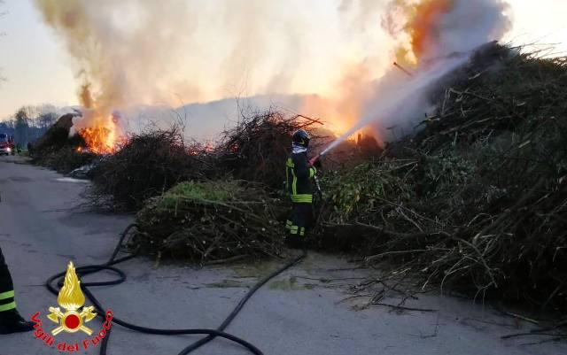 angera incendio cascina merlata
