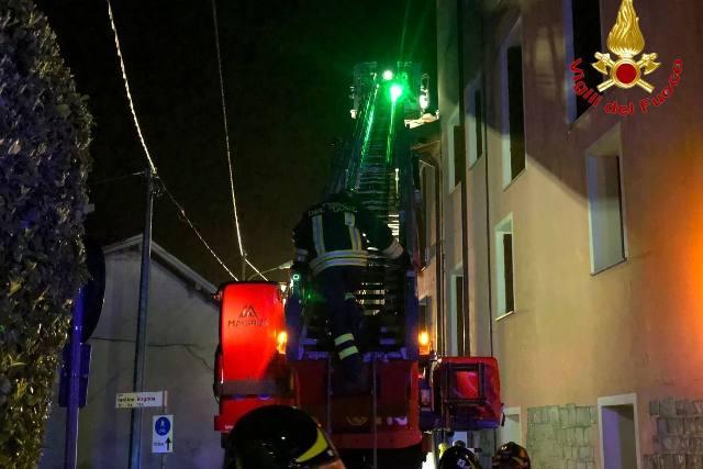 biandronno incendio tetto
