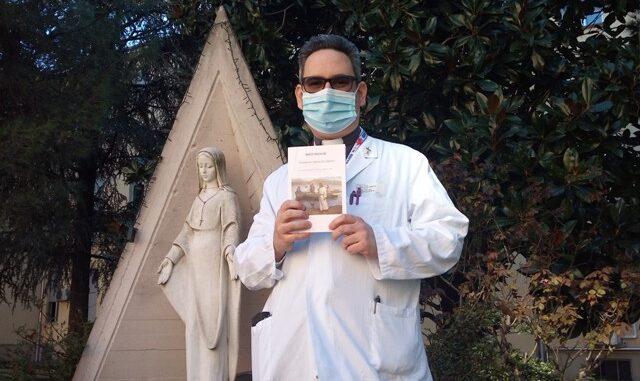 busto sacerdote libro