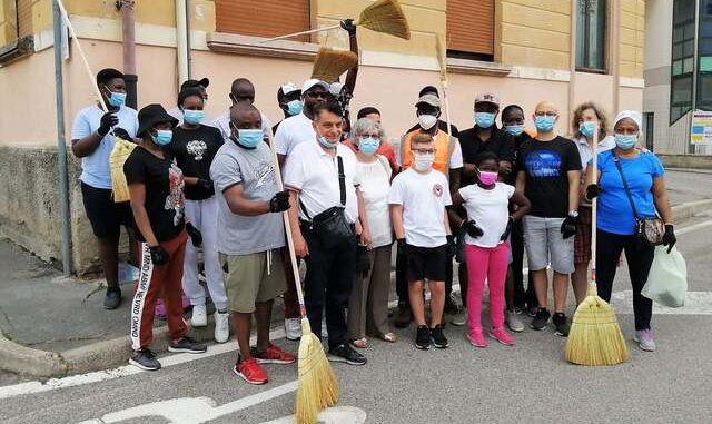 casorate comunità senegalese pulisce strade