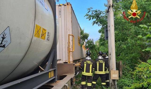 sesto calende treno albero