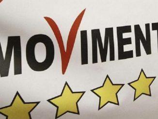 Movimento cinque stelle grillini bandiera