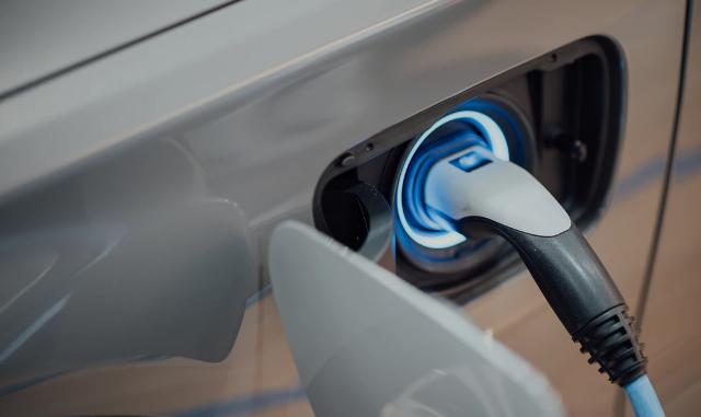 lonate auto elettriche ricarica