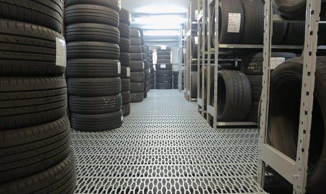 Varese pneumatici evasione iva